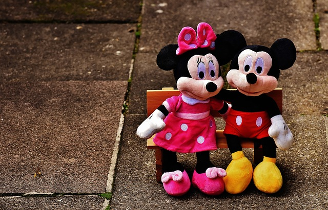 mickey-mouse-1776689_640